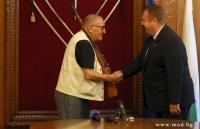 Димитър Пенев получи 7,62 мм карабина и грамота от министъра на отбраната