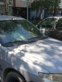 снимка 6 Мъж потроши 7 автомобила пред блок в Пловдив