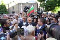 снимка 2 Румен Радев пред протестиращите: Да изхвърлим мафията от изпълнителната власт и прокуратурата