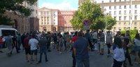 Протест пред сградата на президентството