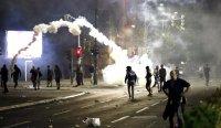Втора нощ на протести в Сърбия