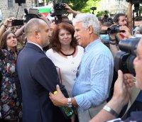 снимка 3 Румен Радев пред протестиращите: Да изхвърлим мафията от изпълнителната власт и прокуратурата