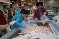 Следи от COVID-19 върху опаковки от вносни скариди в Китай