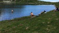 Двама се изкъпаха в езерото Бъбрека в Рила