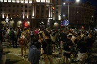 След протеста снощи: 18 задържани, 2-ма в болница, 3-ма ранени полицаи