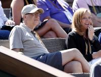 Бил Гейтс: Ваксина срещу COVID-19 да има първо за нуждаещите се