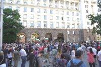 снимка 7 Румен Радев пред протестиращите: Да изхвърлим мафията от изпълнителната власт и прокуратурата