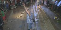 Протестът ескалира - разбиха входа на бившия Партиен дом