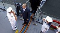 """Лагери """"за"""" и """"против"""" посрещнаха президента в Бургас"""