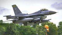 Изтребител на САЩ F-16 Viper се разби при кацане в Ню Мексико