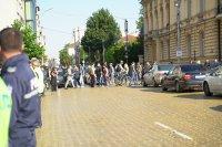 Протестиращи блокираха движението пред Народното събрание