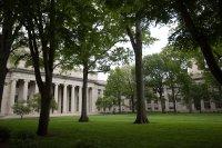 Американски съд разглежда жалбата на водещи ВУЗ-ове за студентските визи