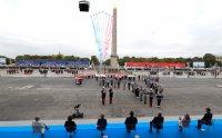 Франция отбелязва националния си празник със скромна военна церемония