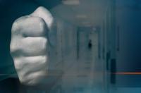 Медик от Спешната помощ в Радомир е нападнат от близък на пациент