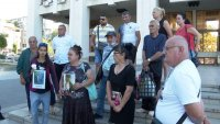 Роднините на 6-годишното дете от Сотиря отново настояха за доживотна присъда за убиеца