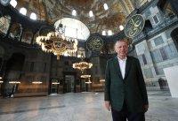 """Първа масова молитва в """"Света София"""" в Истанбул"""