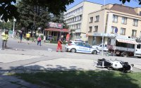 Млад моторист е с опасност за живота след катастрофа с автобус в София