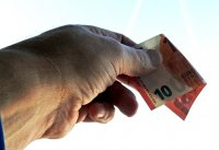 Гърция връща по 8000 евро на два милиона пенсионери