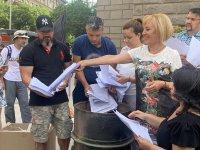 снимка 11 Мая Манолова запали протоколи от изборите пред ЦИК