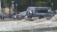 Пороен дъжд отново превърна улиците на Варна в реки