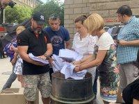 снимка 10 Мая Манолова запали протоколи от изборите пред ЦИК