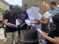 снимка 12 Мая Манолова запали протоколи от изборите пред ЦИК