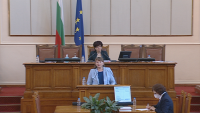 Изслушаха в парламента министър Деница Сачева за безработицата