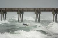 Бурята Исаяс приближава крайбрежието на САЩ