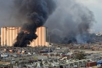 Протести и разкрития след експлозията в Бейрут