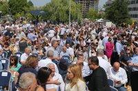 Членове на ГЕРБ се събират на Национална конференция, посрещат ги протестиращи