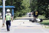 Мотористът, пострадал при катастрофа с автобус, е стабилизиран, но все още с опасност за живота