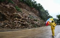 Проливни дъждове в Мумбай предизвикаха наводнения и свлачища
