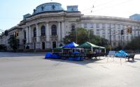 Протестиращите пред Ректората освободиха кръстовището, преместиха палатките пред МС