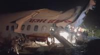 Пътнически самолет се разцепи на две на летище в Индия