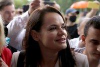 Тихановска напусна Беларус, протестите продължават