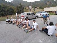 Протестиращи, обковани във вериги, опитаха да блокират Е-79