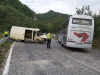 Челен удар между автобус и микробус на пътя Банско – Гоце Делчев