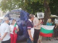 В Пловдив протестираха с революционни песни