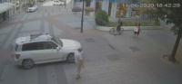 Автомобил навлезе на Главната улица в Пловдив