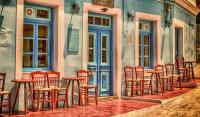 На Халкидики и Миконос до 4 души на маса, изключение за семейства с повече деца