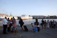 Туристите от Румъния и България първи по позитивни случаи на коронавирус в Гърция