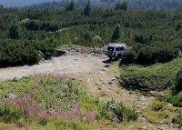 снимка 2 Въпреки забраната - джипове към Седемте рилски езера