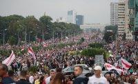 Десетки хиляди на протест срещу Лукашенко в Минск