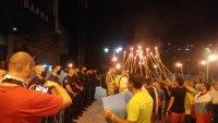 Във Варна протестират с факелно шествие