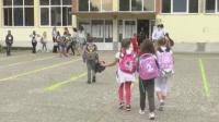 Един от трима ученици по света ще тръгнат на училище заради пандемията