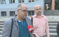 Родители на протест заради отстраняването на учителка