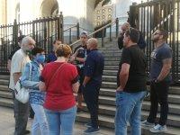Протест пред Съдебната палата, след решението да бъде пуснат нападателят пред Румънското посолство