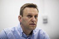 Навални излезе от кома, състоянието му се подобрява