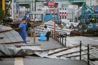 Десетки хиляди без ток заради тайфуна Хайшен