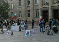 Протестиращите в Русе събират подписка пред Съдебната палата